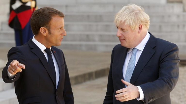 """Macron: """"No hay tiempo para renegociar el Brexit"""""""