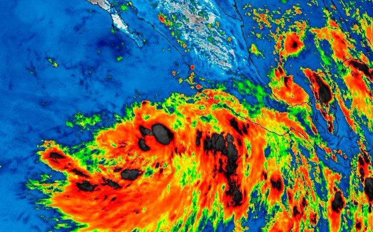 Amenaza de huracán en costa del Pacífico mexicano