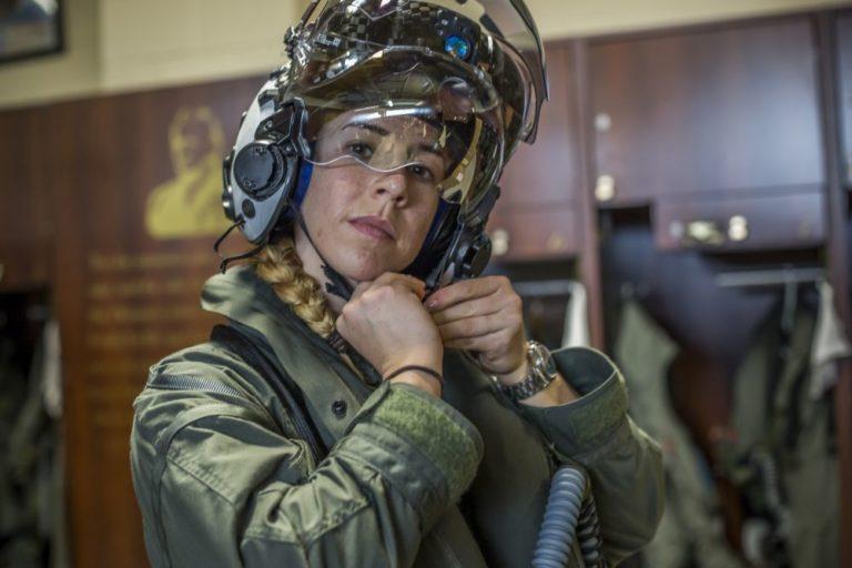 Anneliese Satz, la mujer que piloteará un F-35 de combate