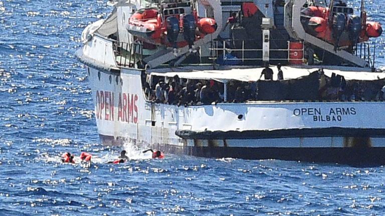 España envía barco a rescatar a migrantes del Open Arms