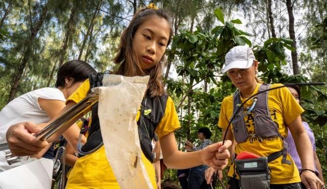 Niña lucha contra el plástico en Tailandia
