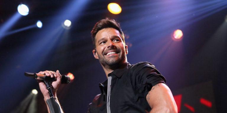 ¡27 operaciones! Joven quieren parecerse a Ricky Martin