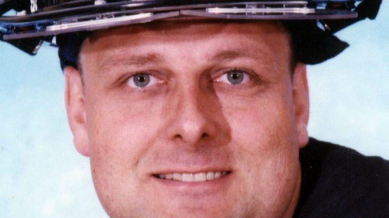 Bombero muerto el 11-S es enterrado 18 años después