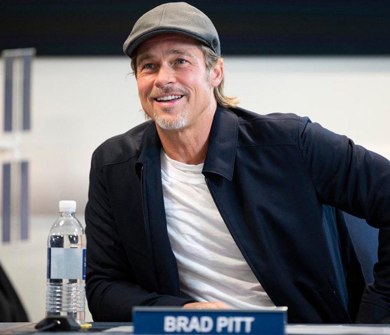 Brad Pitt conversa con miembro de la ISS