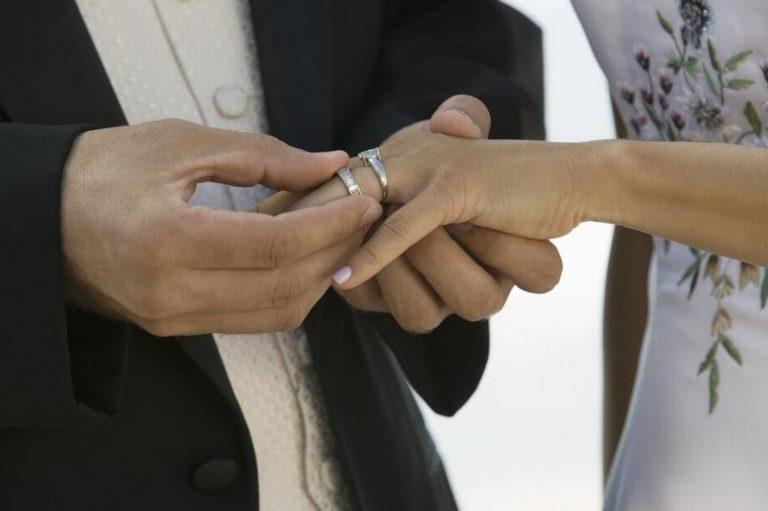 Cobraba por organizar matrimonios ficticios en EEUU