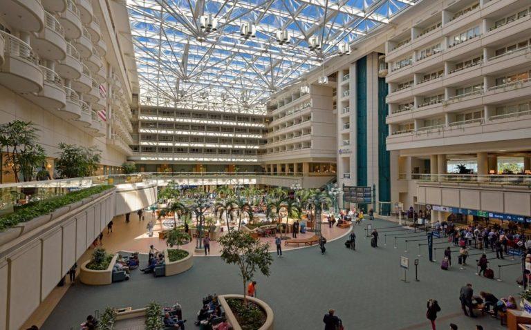 ¡Normalidad! Reabren aeropuerto y parques de Orlando