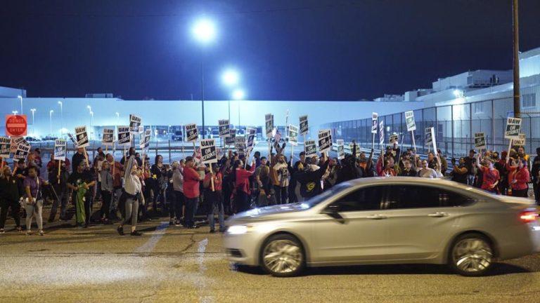 Huelga de 50 mil empleados paraliza a General Motors