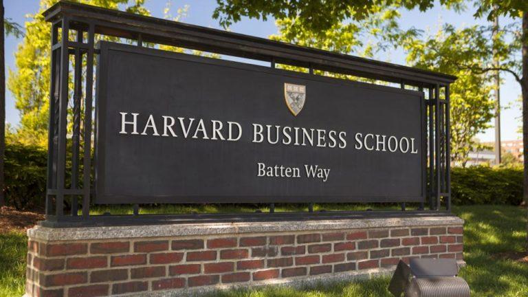 Permiten entrada a EE.UU. a estudiante de Harvard deportado