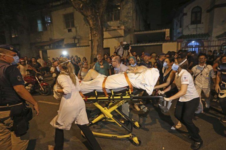 ¡11 muertos! Pacientes a la calle por incendio en hospital de Brasil