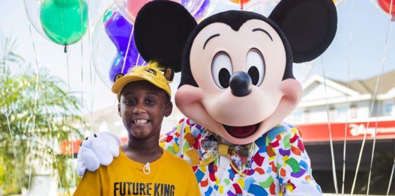 Niño donó sus ahorros y Disney lo sorprendió