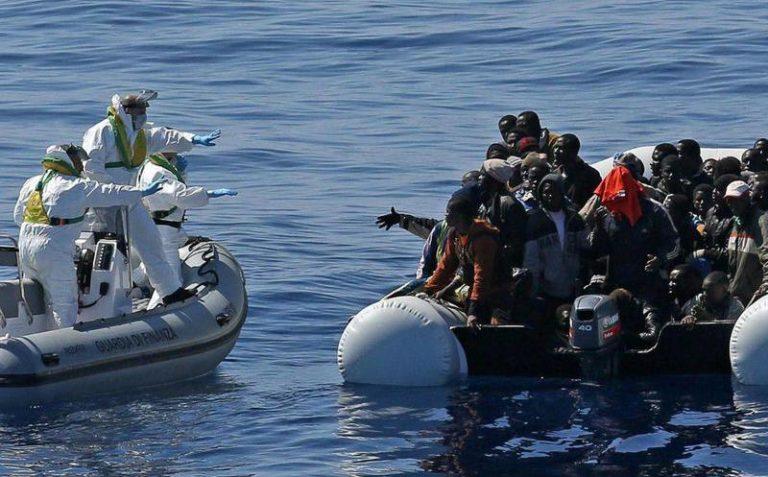Rescatan a 70 migrantes a la deriva en Mar Mediterráneo