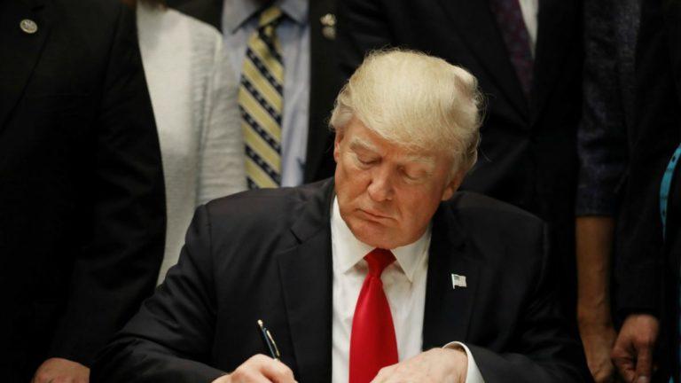 Fiscalía de NY pide a Trump declaraciones de impuestos