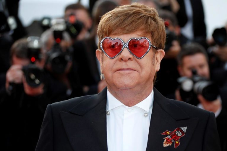 Elton John confiesa que tuvo cáncer de próstata
