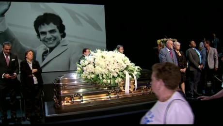 Dividirán restos de José José entre Miami y México