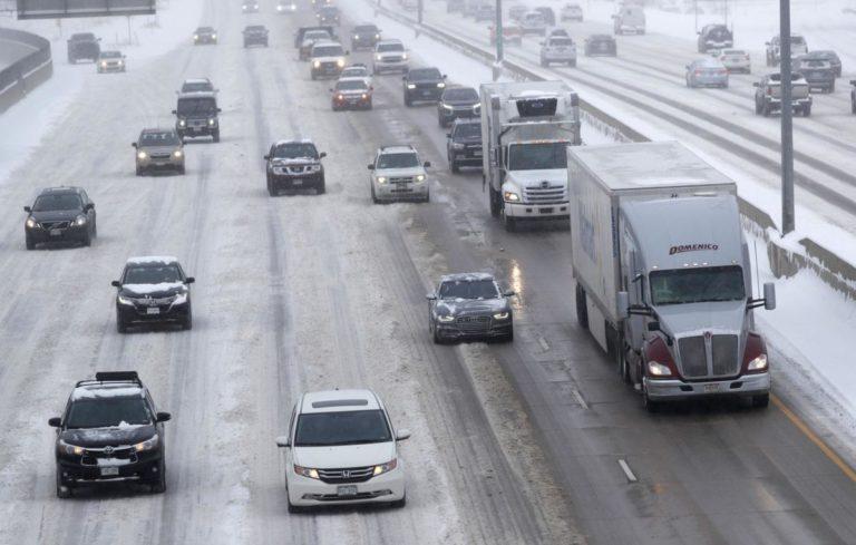 Nevadas en Colorado obligan a suspender actividades
