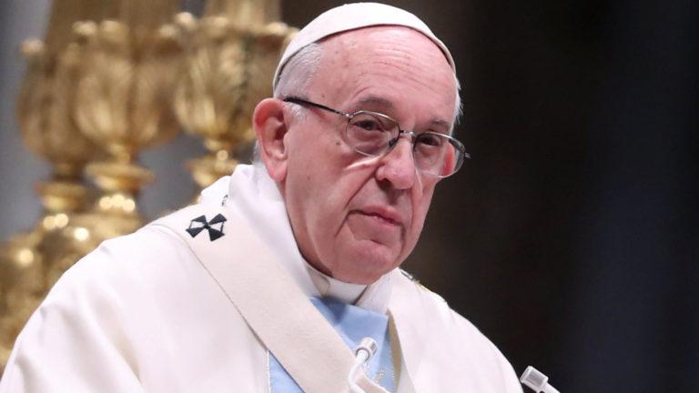 Francisco admite renuncia de obispo acusado de abuso