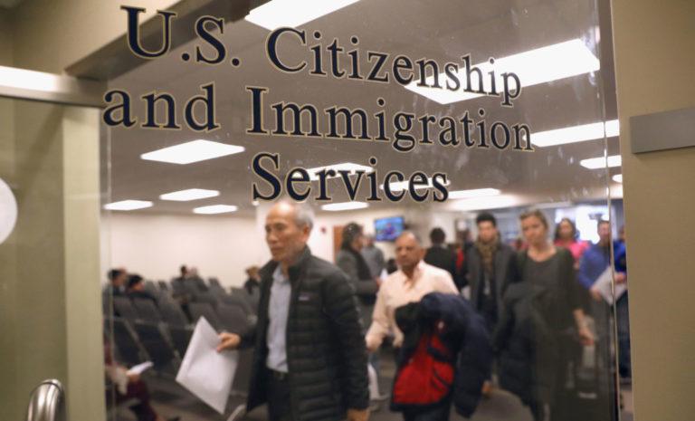 USCIS busca personal militar y policial para tareas de asilo