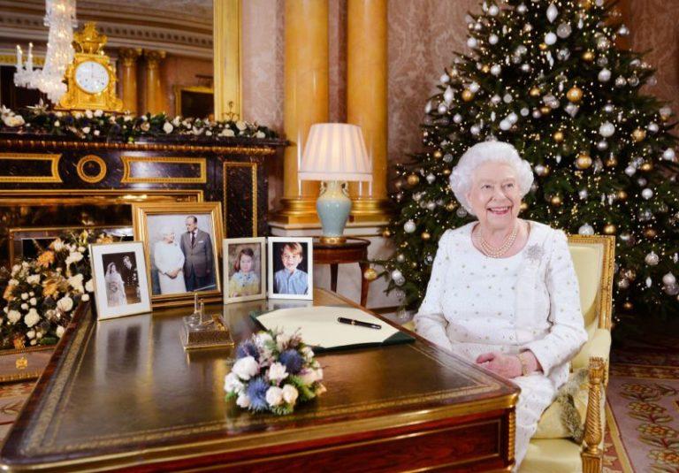 Buckingham: Reina Isabel II quitó foto del príncipe Harry