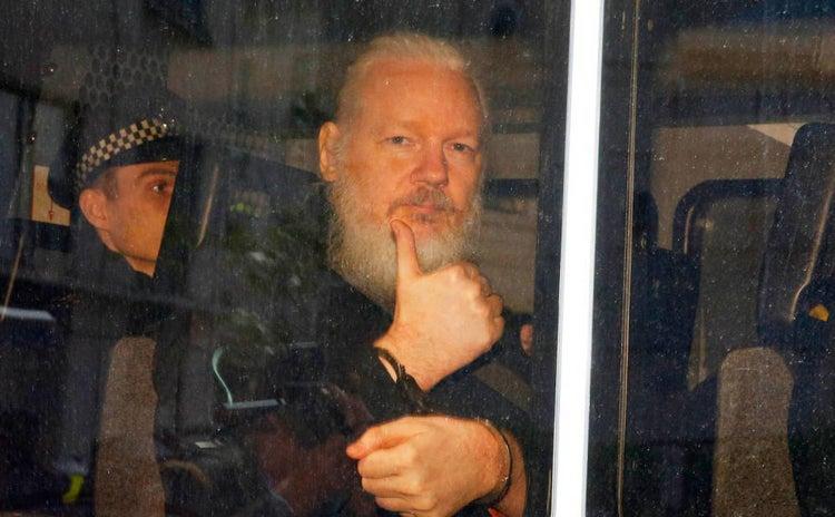 """Assange admite no """"pensar con claridad"""" y le cuesta hablar"""