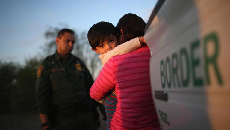Separados más de 5.400 menores de sus padres en la frontera