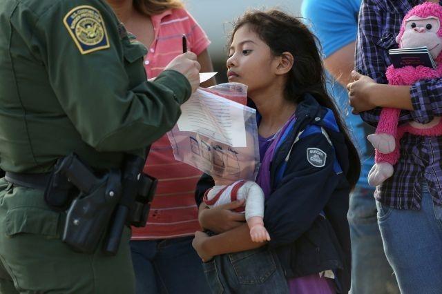 Inmigración: Niña enferma fue detenida y no tiene atención médica