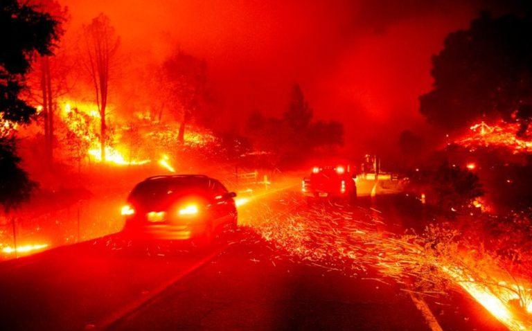 """Fuertes vientos e incendios mantienen California en """"alerta roja extrema"""""""