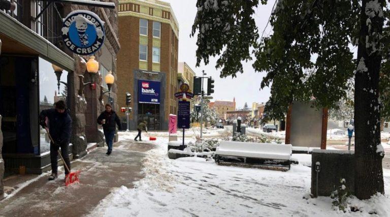 Inusual nevada otoñal pone en alerta al centro-norte de EEUU
