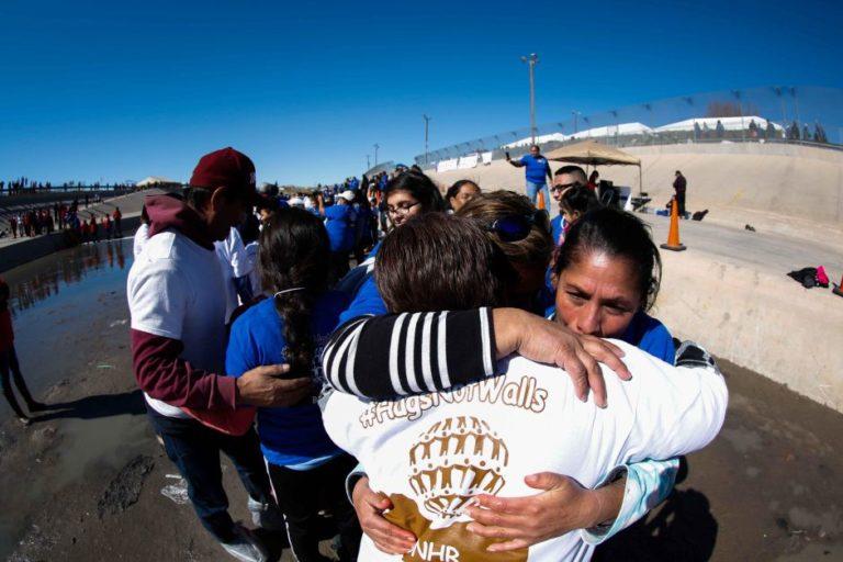 """""""Abrazos, No Muros"""" reunirá en la frontera a familias separadas"""
