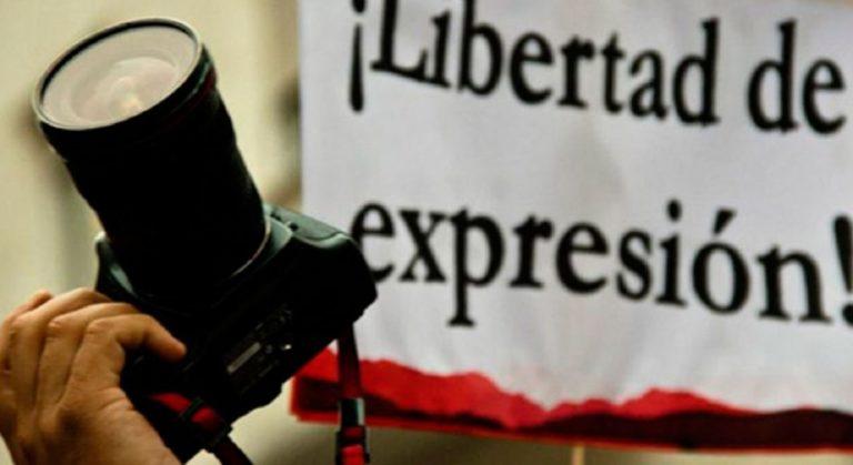 """Temen """"sesgo ideológico"""" de Bukele contra la prensa"""