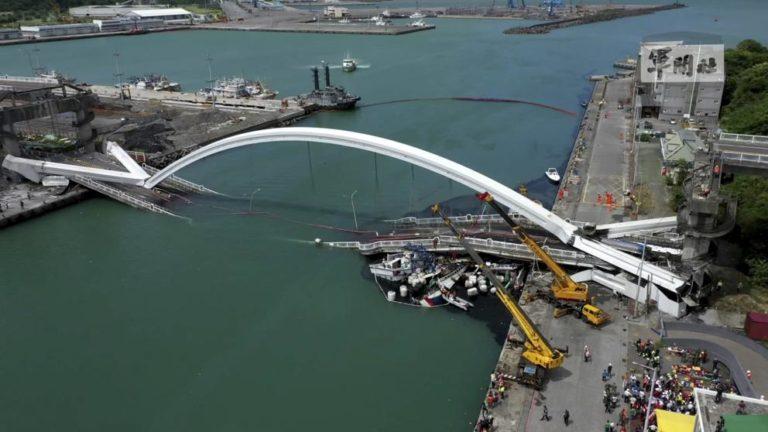 Impresionante derrumbe de puente en Taiwán dejó 20 heridos