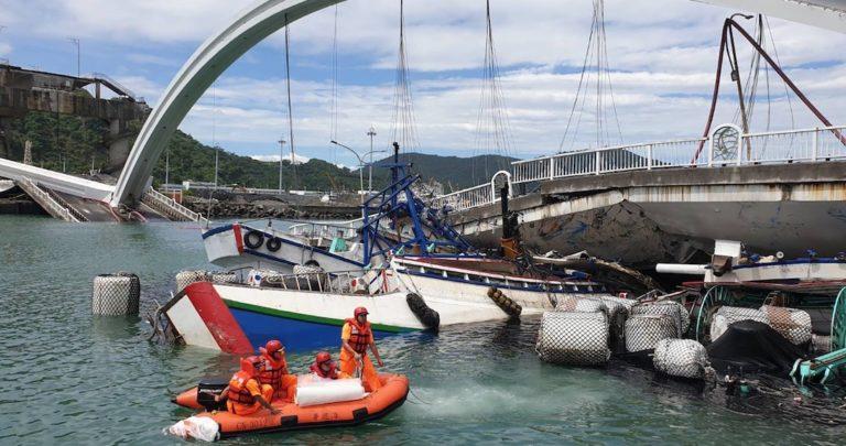 Mueren cuatro personas por derrumbe de puente Nanfang'ao