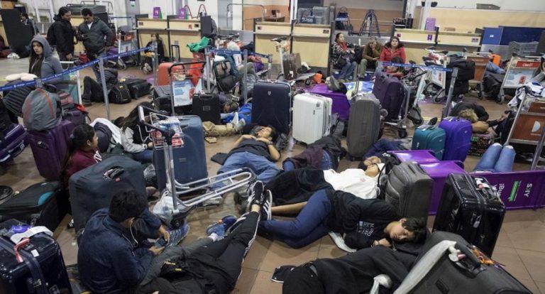 Protestas dejan varados a cientos de viajeros en Chile