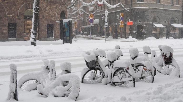 EE.UU: Clima invernal mantiene vuelos suspendidos, apagones e inundaciones