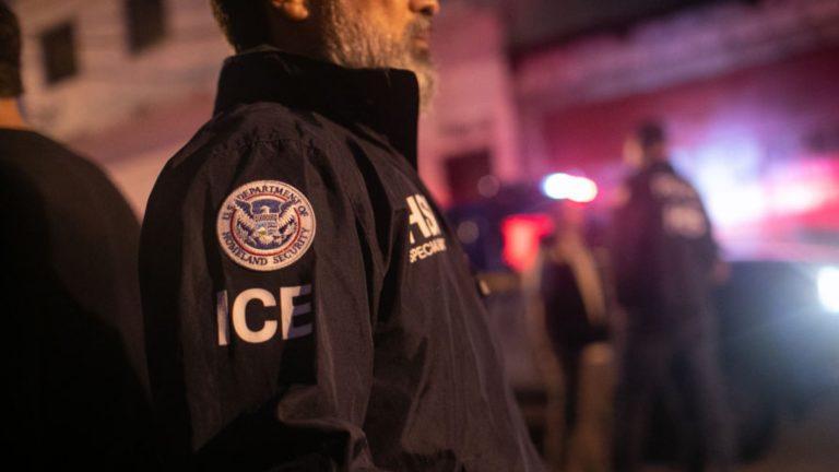 Oficial de ICE es detenido por abuso sexual