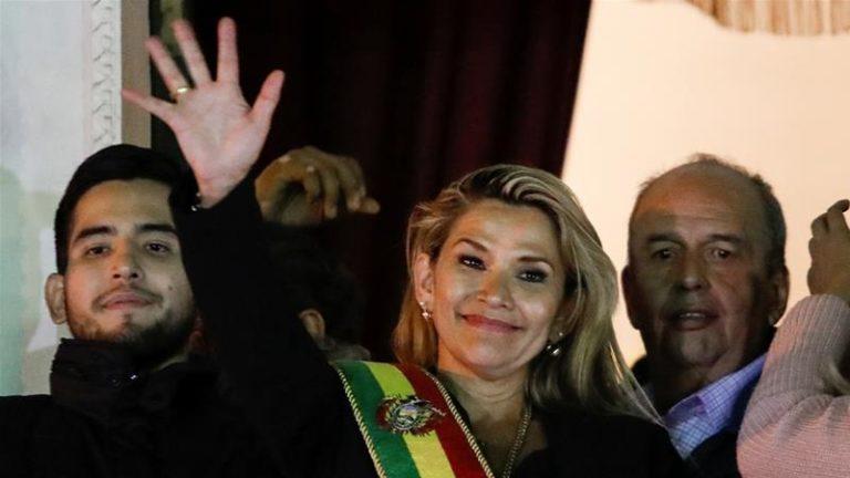Senadora opositora asumió presidencia interina en Bolivia