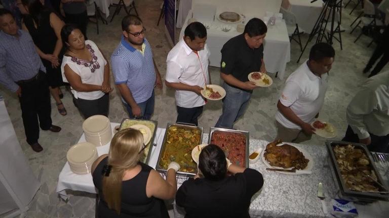 Deportados celebraron Acción de Gracias en El Salvador