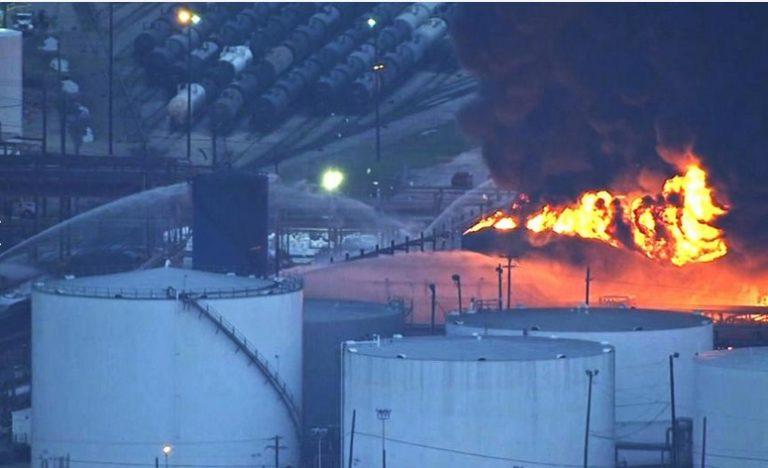 Texas: Tres heridos en fuerte explosión registrada en planta química