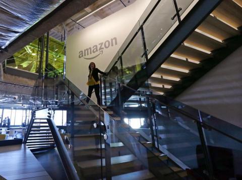 Por ayudar a ICE artistas boicotean a Amazon