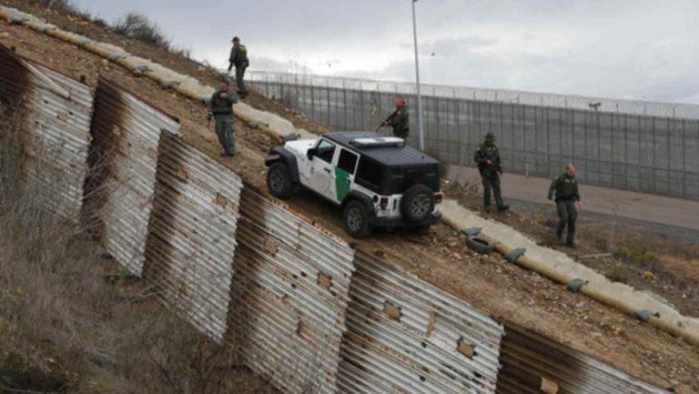 """Tráfico de personas: """"Coyotes"""" abrieron brecha en muro"""