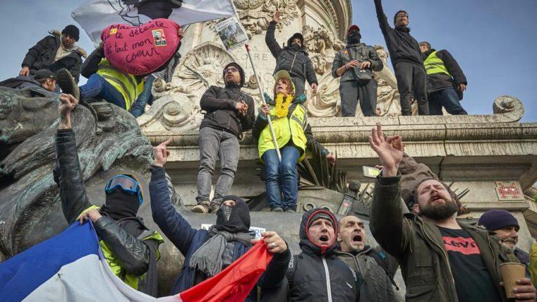 """Francia sumida en protestas, huelga y """"negociaciones"""""""