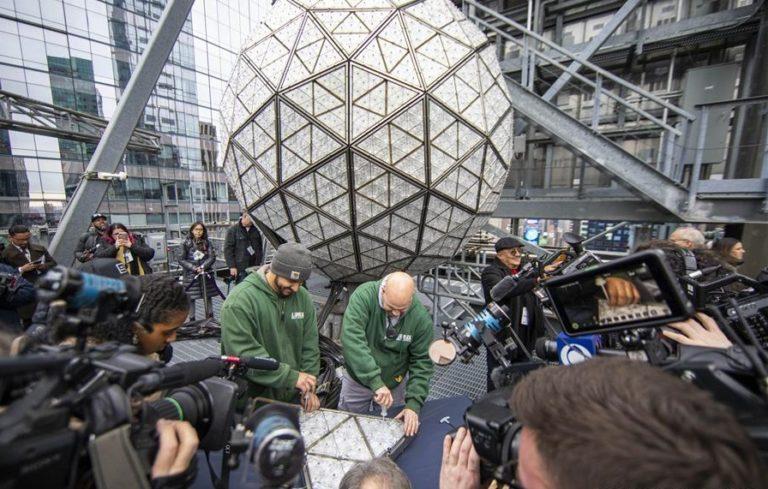 Bola de cristal lista para fiesta de Times Square