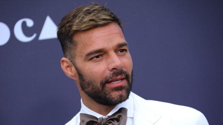 "Video muestra a un ""bien dotado"" Ricky Martin"