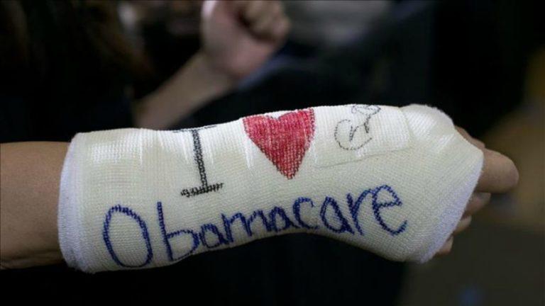 "Juez declara invalida una parte de ""Obamacare"""