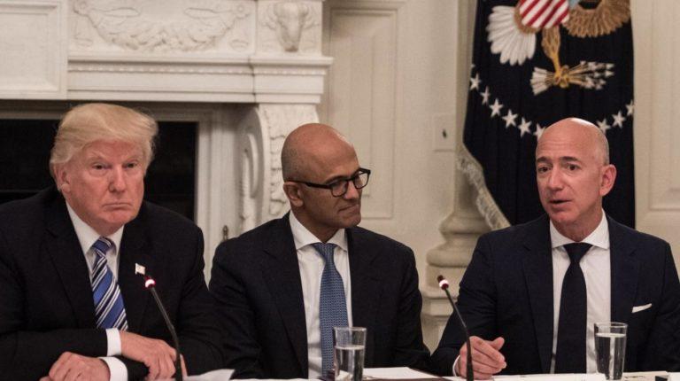 """Amazon pierde contrato millonario por """"presión de Trump"""""""