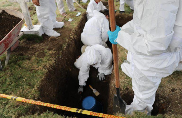 ¿Falsos positivos? Hallan fosa con más de 50 cadáveres en Colombia
