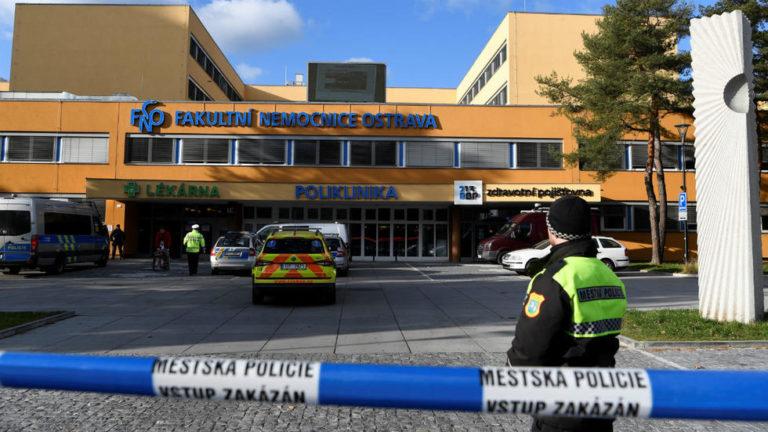 Atacante solitario mató a seis personas en un hospital