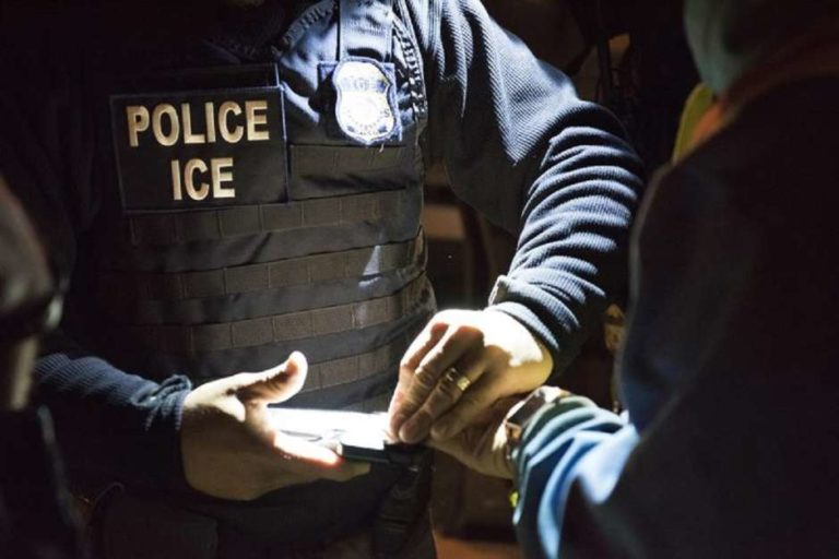 """Mexicana no revocó DACA por """"miedo"""" e ICE la arrestó"""