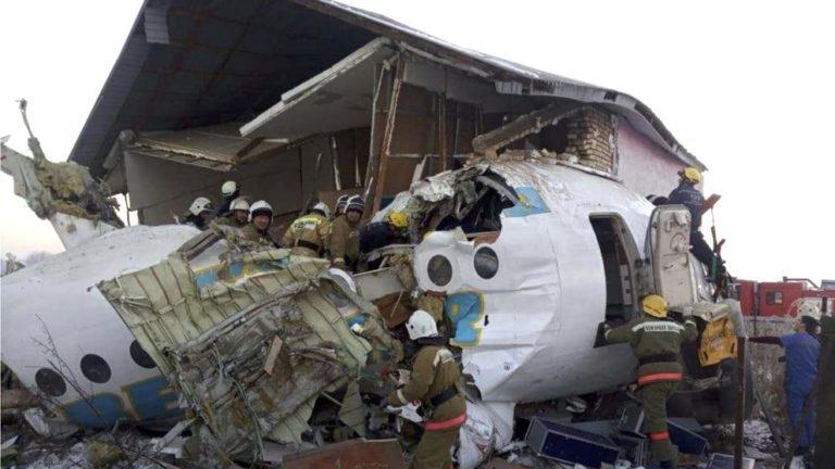 Al menos 15 muertos tras estrellarse avión comercial