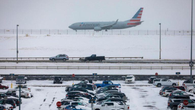 Tormenta invernal retrasó más de 8 mil vuelos