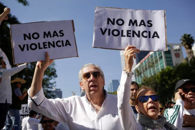 Familia LeBarón se reunirá hoy con López Obrador